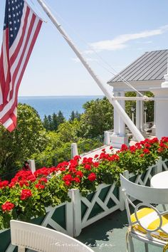 🌟Tante S!fr@ loves this📌🌟Word's Longest Porch Grand Hotel Mackinac Island Michigan inside Look Tour Mackinac Island Michigan, Traverse City Michigan, Michigan Travel, Mackinac Island Grand Hotel, Travel Oklahoma, Lake Michigan, Most Luxurious Hotels, Luxury Hotels, Luxury Travel