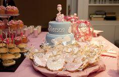 #Galletas decoradas, organización y catering original Madrid. baby shower niña. http://www.matrioskaseventos.com/contacto/