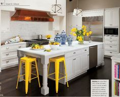a bit of yellow to brighten up the kitchen