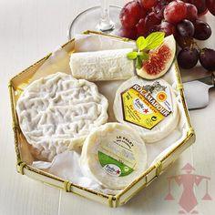 Eine französische Käseplatte, die zum Gemeinsamen Genießen einlädt.