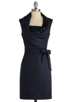 Belle robe noire, parfaite pour le bureau