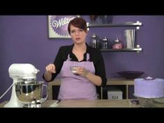 How to make Wilton Buttercream Icing Decorator Frosting, Cake Decorating Frosting, Cake Decorating Tutorials, Cookie Decorating, Wilton Buttercream Icing, Cupcake Icing, Cupcake Cakes, Royal Icing, Cupcakes