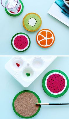 Ein süßes DIY für den Sommer: Glasuntersetzer in Form von Melone, Kiwi und Orange.