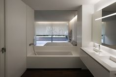 Bathroom with wash basin in Corian and fittings by Dornbracht