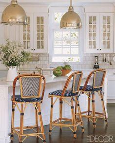 Navy blue & white bistro chairs, pendant lights (design by Victoria Hagan, Elle Decor) Beach House Kitchens, Home Kitchens, Cottage Living, Home Living, Living Room, Elle Decor, Kitchen Design, Kitchen Decor, Kitchen Ideas