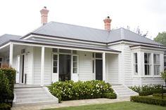 House Exterior Color Schemes, House Paint Exterior, Exterior Colors, Exterior Design, Bungalow Exterior, Grey Exterior, Magazine Design, Weatherboard Exterior, Architecture Design