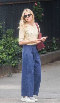 41 Sienna Miller Outfits We Will Never Tire Of - Outfit Ideen Celebrity Style Casual, Celebrity Style Inspiration, Trendy Style, Style Sienna Miller, Vogue Paris, Look Fashion, Fashion Outfits, Looks Street Style, Winter Mode