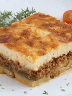 Traditional Greek Moussaka Moussaka is maybe the most famous Greek food and the only thing I can say is that it is worth its famous name! It is a really really really tasty food! Famous Greek Food, Traditional Greek Moussaka Recipe, Traditional Greek Food, Moussaka Recipe Greek, Mousaka Recipe, Musaka, Greek Dishes, Recipes, Beef Recipes