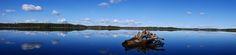 """Kevät toi sinisen taivaan harmauden keskelle ©Tero Hintsa: """"Seinäjoen Kyrkösjärvellä vedenpinta vaihtelee erityisesti keväällä paljon. Kuvan kanto on jäiden ja vedenpinnan vaihtelun kuljettamana """"ajanut karille"""". Kuva on otettu vuoden 2016 asuntomessujen rakennusalueen vierestä 4.5.2015."""""""