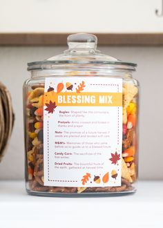 Thanksgiving blessing mix Thanksgiving blessing mix free printable -a sweet and salty snack mix that is perfect for gift giving or holiday snacking. Free printable available. The post Thanksgiving blessing mix appeared first on Holiday ideas. Thanksgiving Cookies, Thanksgiving Blessings, Thanksgiving Parties, Thanksgiving Recipes, Fall Recipes, Holiday Recipes, Thanksgiving Decorations, Happy Thanksgiving, Thanksgiving Projects