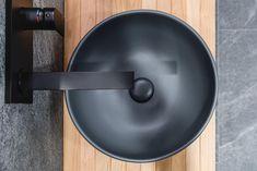 Lavabo d'appoggio Ceramica Cielo, abbinato a una consolle di Agora. Rubinetteria Gessi. Showroom, Photo Galleries, Gallery, Powder Room, Sky, Fashion Showroom