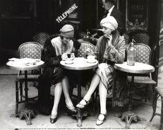 """photo noir et blanc : Maurice Branger, """"Terrasse de café"""", Paris, femmes, 1925"""