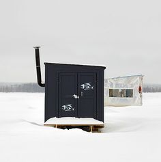 Photographer Richard Johnson has traveled across Canada on a singular mission to document hundreds of diverse ice-fishing huts across this great country. Ice Fishing Sonar, Ice Fishing Huts, Fishing Shack, Ice Shanty, Ice Houses, Barns Sheds, One Fish, House Drawing, Cottage