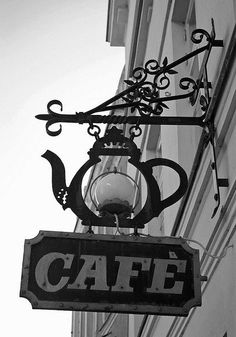 Une cafetière en guise d'enseigne #sucrelaperruche