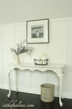 this table would look cute in the entrance of the house...good place to put your keys on :)