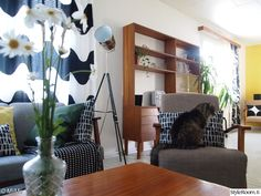 Olohuone - Sisustuskuvia jäseneltä MiiMii - StyleRoom Retro Vintage, Curtains, Home Decor, Blinds, Decoration Home, Room Decor, Draping, Home Interior Design, Picture Window Treatments