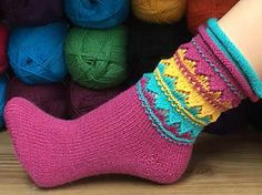 Knitting Patterns Socks Sock * Indianka * The sock * Indianka * has a double rolled edge and an interesting mix of … Wool Socks, Knitting Socks, Baby Knitting, Learn To Crochet, Knit Crochet, Knitting Patterns, Crochet Patterns, Patterned Socks, Slipper Socks