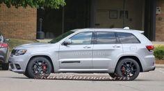 Jeep-Grand-Cherokee-Trackhawk-Side