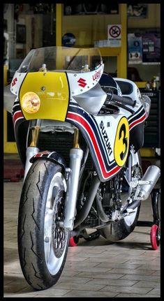 Lucky Legend our tribute in limited edition for the world champion Marco Lucchinelli. Suzuki Superbike, Suzuki Gsx, Suzuki News, Gs500, Ducati Cafe Racer, Japanese Motorcycle, Suzuki Motorcycle, Xjr, Cool Motorcycles
