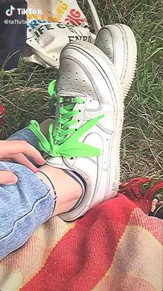 Aesthetic Indie, Aesthetic Videos, Friends Video, Emo Princess, Indie Girl, Need Friends, Summer Goals, Summer Picnic, Teenage Dream