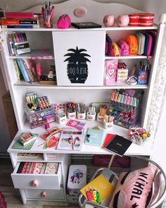 Desk decor design ideas and fun accessoris Study Room Decor, Cute Room Decor, Bedroom Decor, Girl Bedroom Designs, Dream Rooms, Room Organization, Girl Room, Stationary, Stationeries