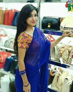 Beautiful Saree, Beautiful Outfits, Saree Poses, Chiffon Saree, Fancy Sarees, Saree Styles, Indian Beauty Saree, Saree Blouse Designs, Indian Girls
