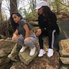 Cool 35 Impressive Siangie Twins Outfits Ideas For You And Your Twin Twin Outfits, Dope Outfits, Casual Outfits, Siange Twins, Poses, Best Friend Goals, Outfit Goals, Fashion Killa, Types Of Fashion Styles