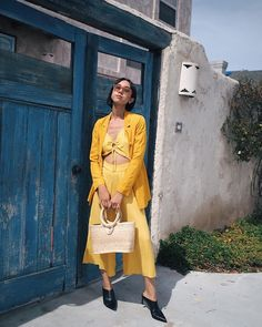 31 Perfect Outfits To Copy This May Yellow Jumpsuit, Yellow Blazer, Cute Summer Outfits, New Outfits, Fashion Outfits, Yellow Pantone, Monochrome Outfit, Minimal Fashion, Instagram Fashion