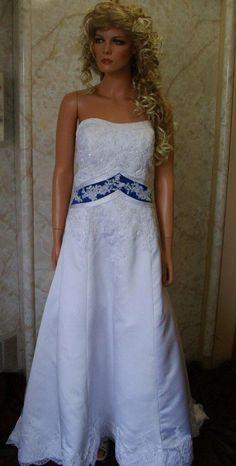 Image from http://www.jaksflowergirldresses.com/wd1708-white-royal-wedding-gown-10.jpg.