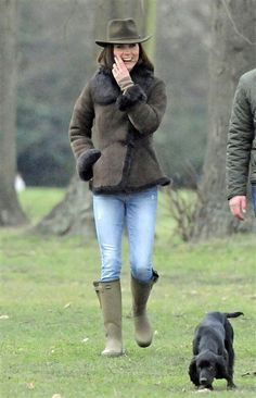 """The most famous cocker spaniel """"Lupo"""" - Kate takes her new puppy for walk outside Kensington Palace"""