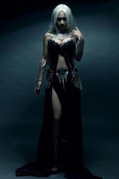 Lineage 2..... She looks like Daenarys... sorry can't spell