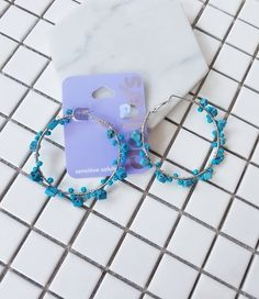 BÔNG TAI ĐÁ XANH NHẠT B3888 Bông tai đá xanh nhạt thương hiệu YUNA được làm bằng hợp kim màu bạc. Bông tai đính những hạt đá nhỏ màu xanh da trời rất dễ thương và đáng yêu. Thích hợp với mọi bạn gái.  35.000