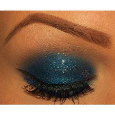 Blue smokey, small black winged eyeliner with gorgeous lashes. Not to mention the Perf brows. Luv it!