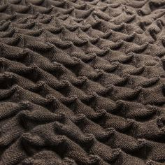 Curly pledd - brun - Design House Stockholm  https://www.scandinaviandesigncenter.no/Products/nok1/Scandinavian_Fabrics/Blankets+%26+Throws/26645/Curly+pledd&VariantId=01