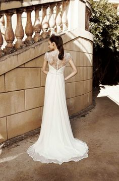 Raimon Bundo Deli. Very comfortable, relaxed. Beautifully delicate lace. Tried in Angelica Bridal.