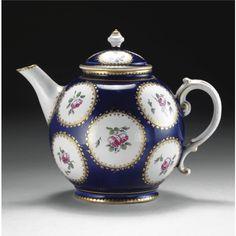 A DOCCIA PORCELAIN TEA-POT, CIRCA 1780;