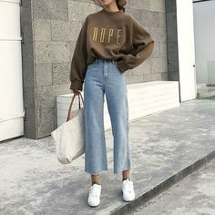 26 Classy Fall Outfits To Copy For Fall outfits Newest fall outfits casual outfits; Fashion Mode, New York Fashion, Look Fashion, Retro Fashion, Girl Fashion, Fashion Outfits, Womens Fashion, Fashion Ideas, Fashion Tips