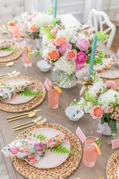 Celebrate summer with a Floral & Fern Summer Tablescape complete with all the details for recreating this pretty tablescape for your friends and family! table decor Tips to Set a Gorgeous Floral Summer Tablescape Summer Deco, Spring Summer, Spring Party, Decoration Evenementielle, Wedding Flip Flops, Beautiful Table Settings, Easter Table, Easter Decor, Event Decor