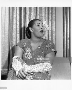 Photo of Billie Holiday Photo by Michael Ochs Archives/Getty Images Get premium, high resolution news photos at Getty Images Jazz Artists, Jazz Musicians, Billie Holiday, Lady Sings The Blues, Best Guitar Players, Vintage Black Glamour, Louis Armstrong, I Love Music, Jazz Blues