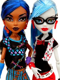 Robecca and Ghoulia in fashion packs photo by Picklepud