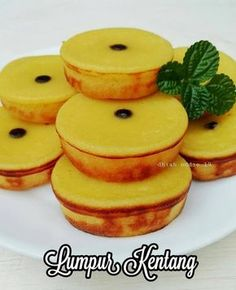 Resep camilan kentang istimewa Snack Recipes, Dessert Recipes, Cooking Recipes, Pancake Recipes, Kitchen Recipes, Seafood Recipes, Potato Snacks, Asian Cake, Cooking Cake