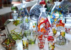 You can use glass stain to dress up inexpensive glassware or recycle glass food jars into colourful containers. Painting Glass Jars, Glass Art, Glass Ceramic, Mosaic Glass, Stained Glass, Vases, Jar Crafts, Etsy Crafts, Bottle Crafts
