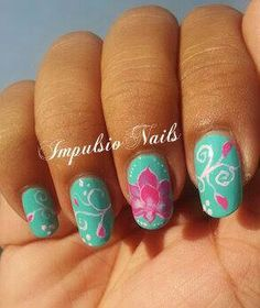 Nail art lotus en one stroke