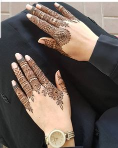 Check beautiful & simple arabic mehndi designs 2020 that can be tried on wedding. Shaadidukaan is offering variety of latest Arabic mehandi design photos for hands & legs. Henna Hand Designs, Dulhan Mehndi Designs, Mehandi Designs, Indian Henna Designs, Simple Arabic Mehndi Designs, Mehndi Designs For Beginners, Modern Mehndi Designs, Mehndi Designs For Girls, Mehndi Design Pictures