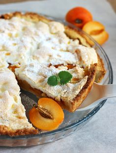 Apple pie with apricots and meringue