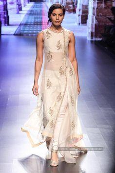 LFW '16 Day 3: Anushree Reddy Photogallery - Times f India #LakmeFashionWeek #LakmeFashionWeek2016 #LakmeFW16 #LFW #IndianFashion #bollywood #fashionshow #indianclothes