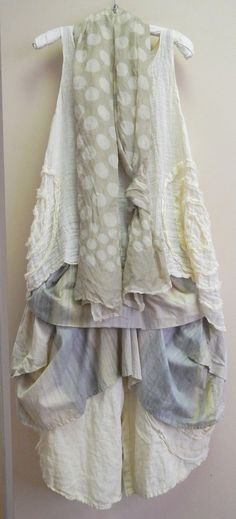Krista Larson daffodil linen gauze Cabbage Rose Tank, over a hand-painted cotton Umbrella Slip, over linen Cabbage Rose Pants! Topped with Magnolia Pearl's beeswax silk Pallette Scarf. Cute Fashion, Boho Fashion, Ropa Shabby Chic, Sewing To Sell, Ragamuffin, Magnolia Pearl, Boho Look, Mori Girl, Clothes Horse