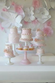 Cakes made of macarons. I wanna taste...