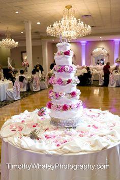 Abbington Distinctive Banquets / http://www.timothywhaleyphotography.com / Wedding Cakes