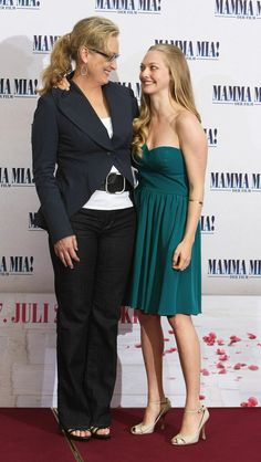 """Amanda Seyfried Photos - Actresses Meryl Streep (L) and Amanda Seyfried attend the photocall for """"Mamma Mia! The Movie"""" at the Adlon Hotel on July 2008 in Berlin, Germany. The Movie - Photo Call Mamma Mia, Maryl Streep, Amanda Seyfried Photos, Emma Thompson, American Hairstyles, Lily James, Movie Photo, Petite Dresses, Celebrity Pictures"""